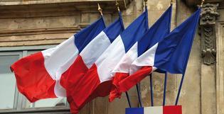 Doublet fournit des drapeaux Français aux habitants de La Madeleine et Marennes