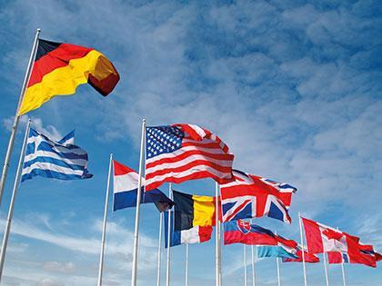 Drapeaux des Nations dans une commune