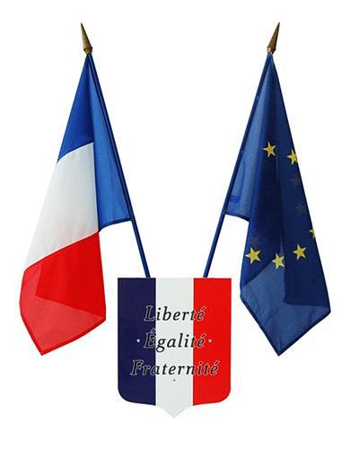 Loi Peillon : drapeau français et drapeau européen pour collège et lycée