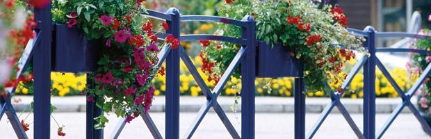 Barrières de ville avec jardinières