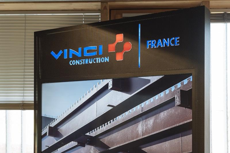 Totem digital : création 100% sur-mesure pour Vinci Construction France