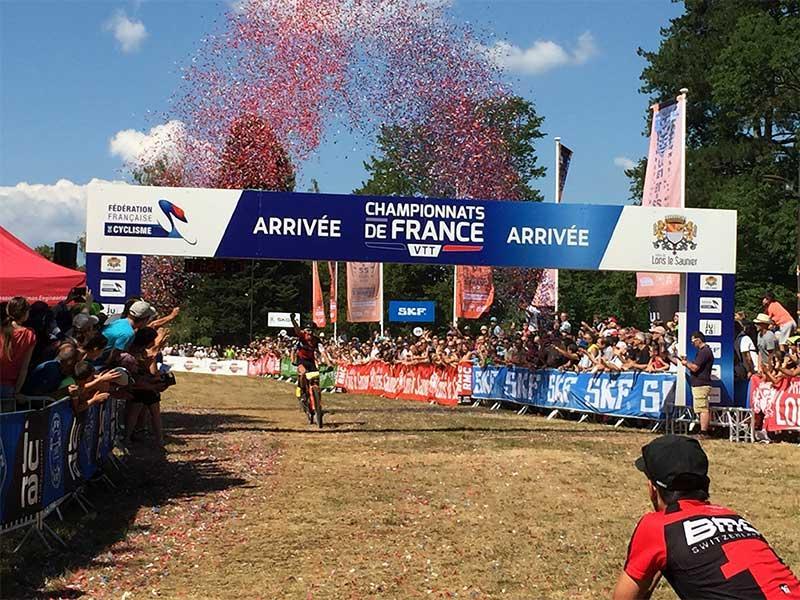 Arche arrivée Fédération Française de Cyclisme