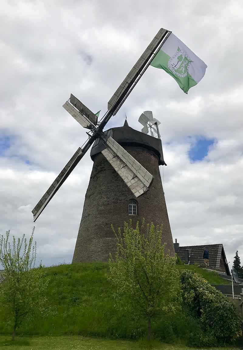Fahne mit Mühle