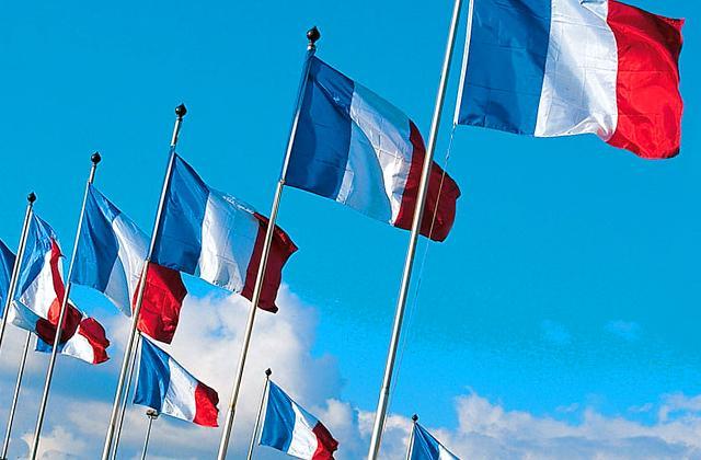 Découvrez l'offre Doublet de drapeaux français et drapeaux de la France