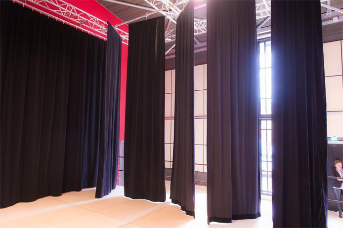 Fabricant de rideaux de scène - pendrillons, frises, jupes : Doublet