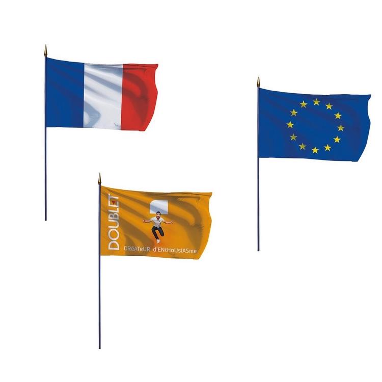 Offre 3 drapeaux sur hampe