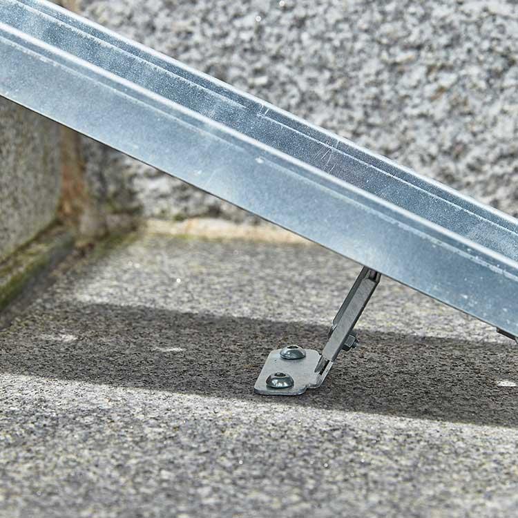 Fixation rampe à cycle pour escalier