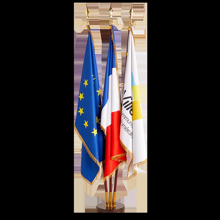 3 drapeaux à franges sur socle