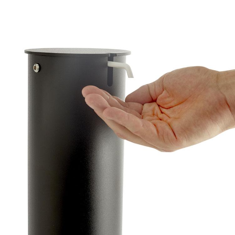 Borne distributeur de gel à pédale noire zoom bec