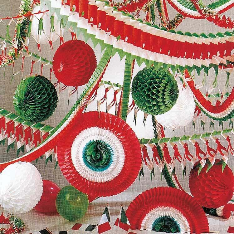 Eventails, guirlandes, ballons, boules et drapeaux