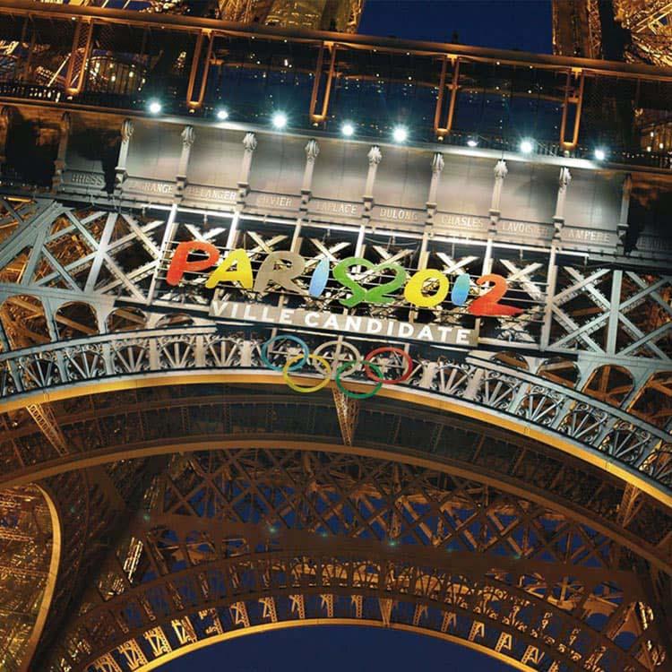 Lettrine Paris 2012 sur la Tour Eiffel