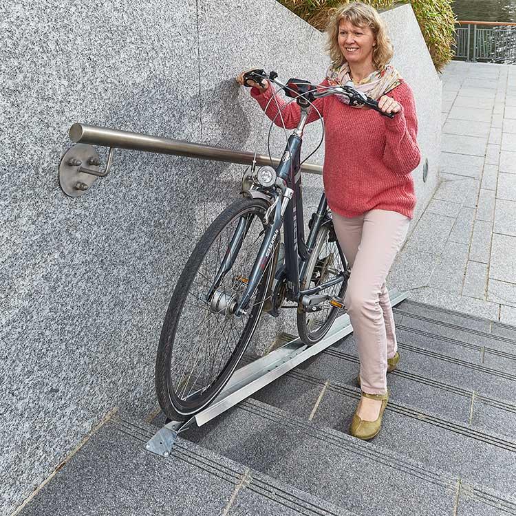Rampe à vélo pour escalier avec cycle