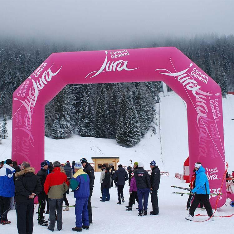 Arche gonflable station de ski