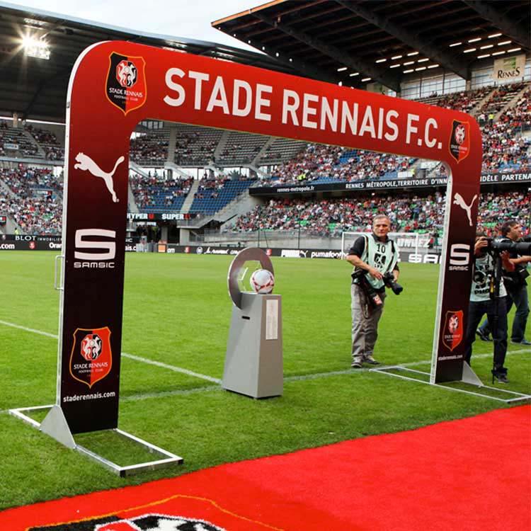 arche d'entrée des joueurs du stade rennais
