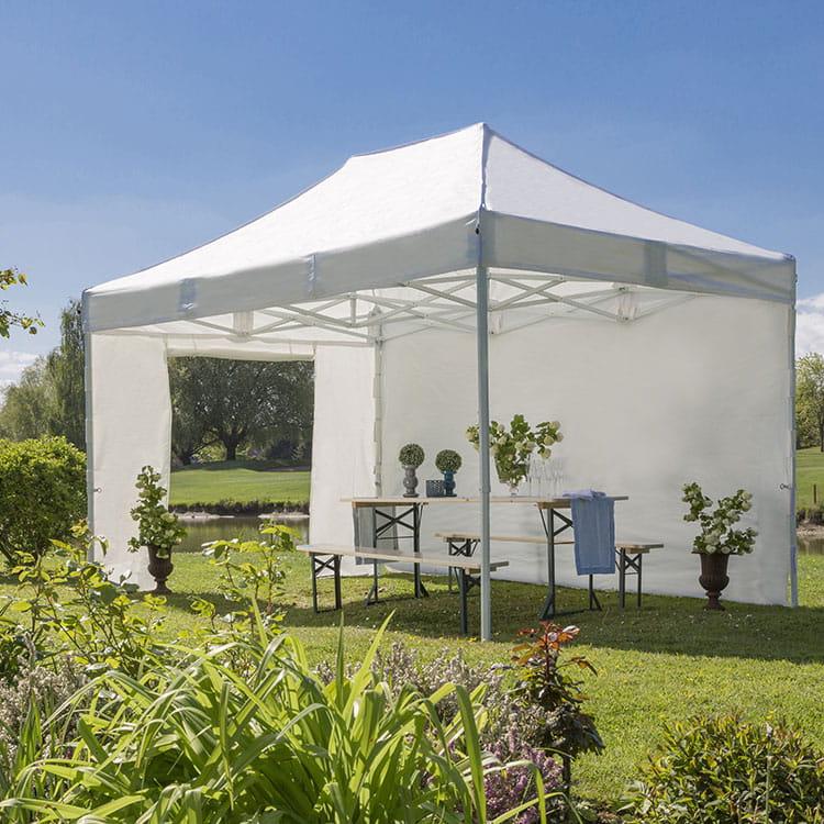 Tente de récéption EOS dans un jardin