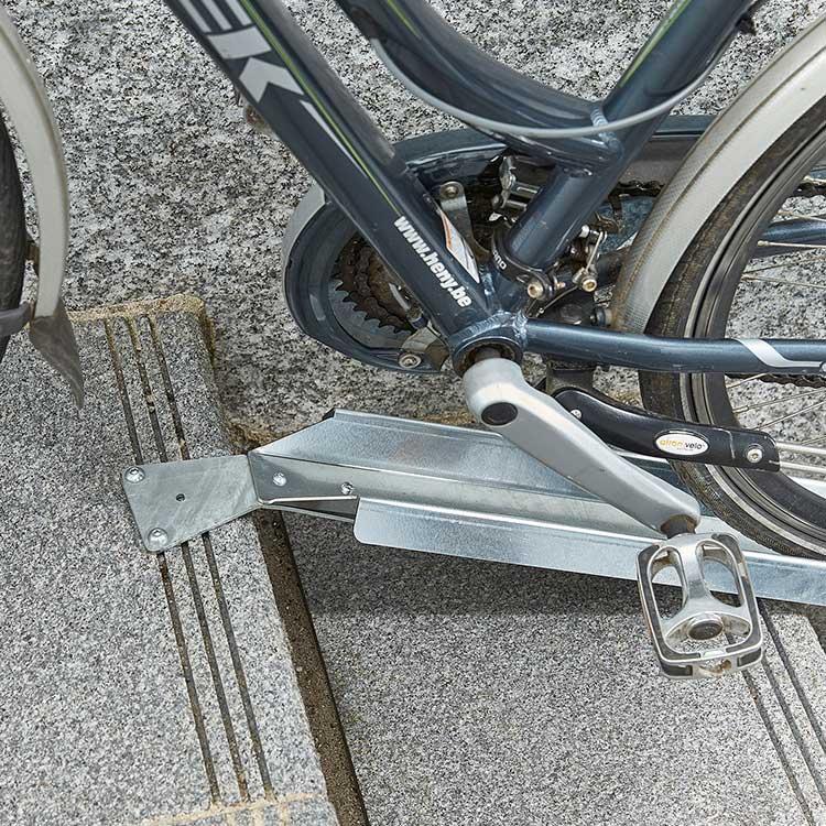 Rampe à vélo pour escalier fixation