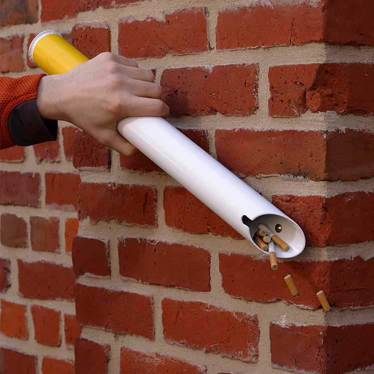 Cendrier mural design en forme de cigarette doublet for Antipelliculaire fait maison