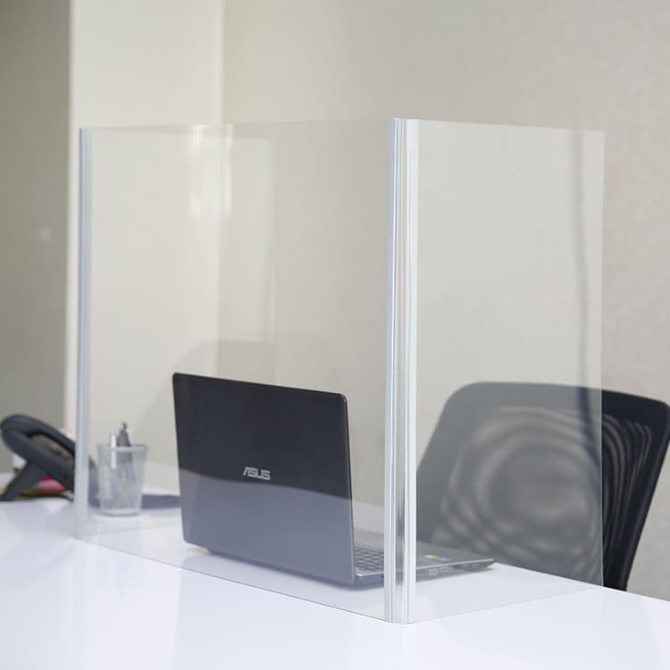 Cloison de séparation pliable sur bureau