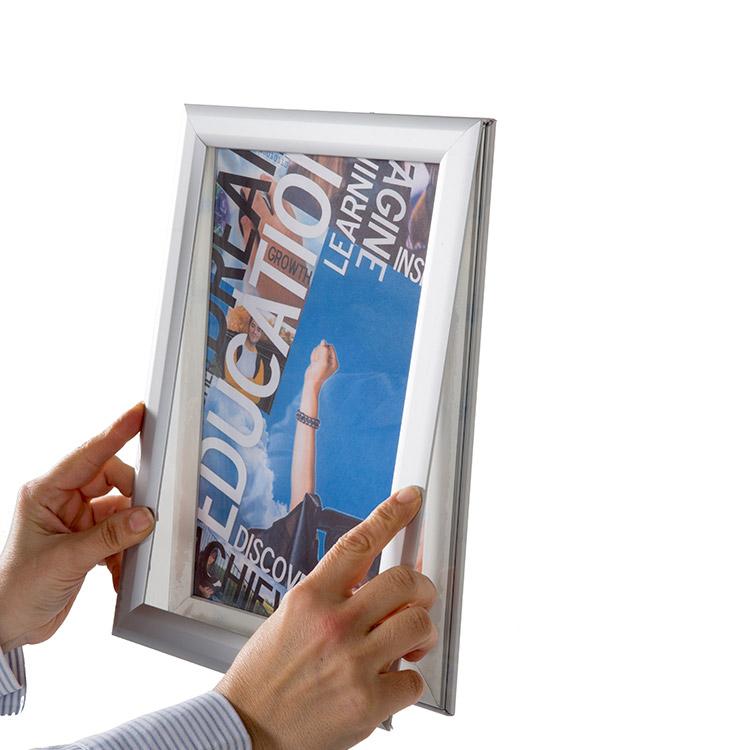 Cadre pour vitrine clip-clap