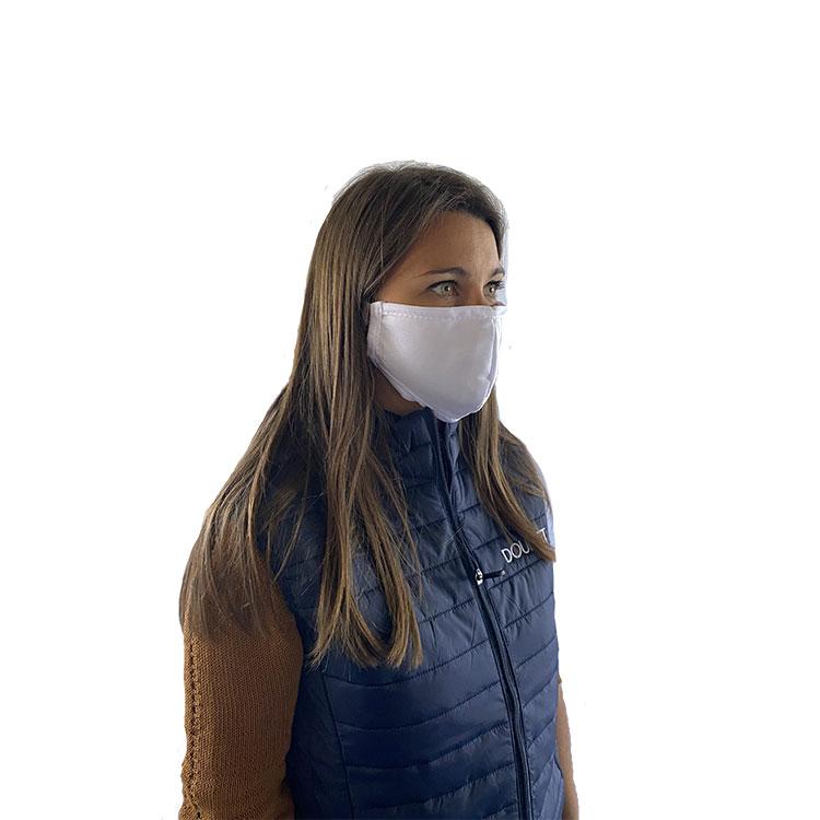 Masque de protection en tissu réutilisable porté de profil