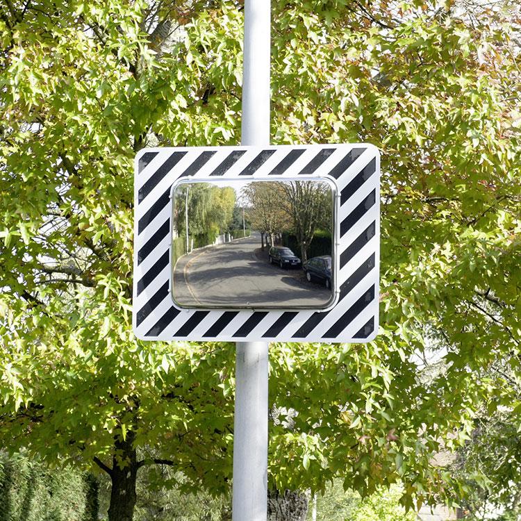 Miroir de sécurité pour voies publiques