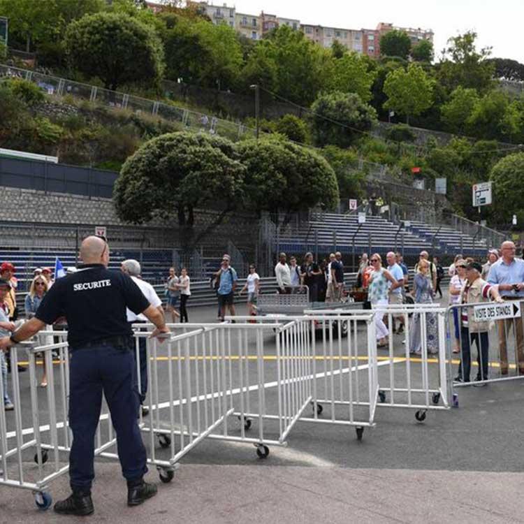 Barrière de sécurité extensible pour canaliser le public