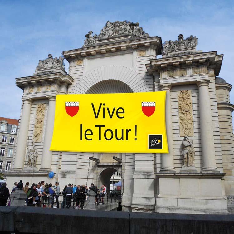 Tissu Géant Tour de France sur l'arc de trionphe