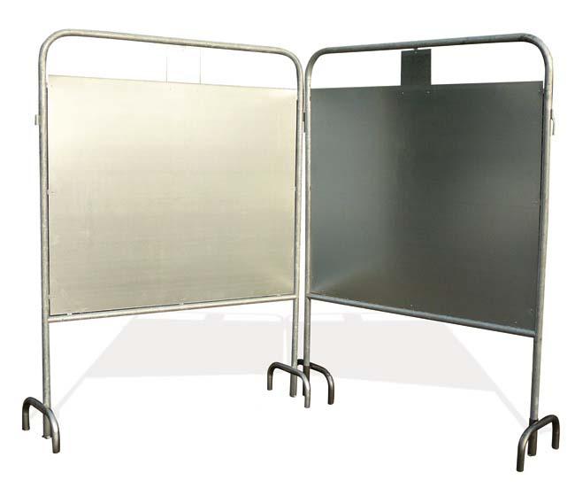 panneaux électoraux assemblés grâce aux accroches