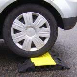Passe-câble droit sous les roues d'un véhicule