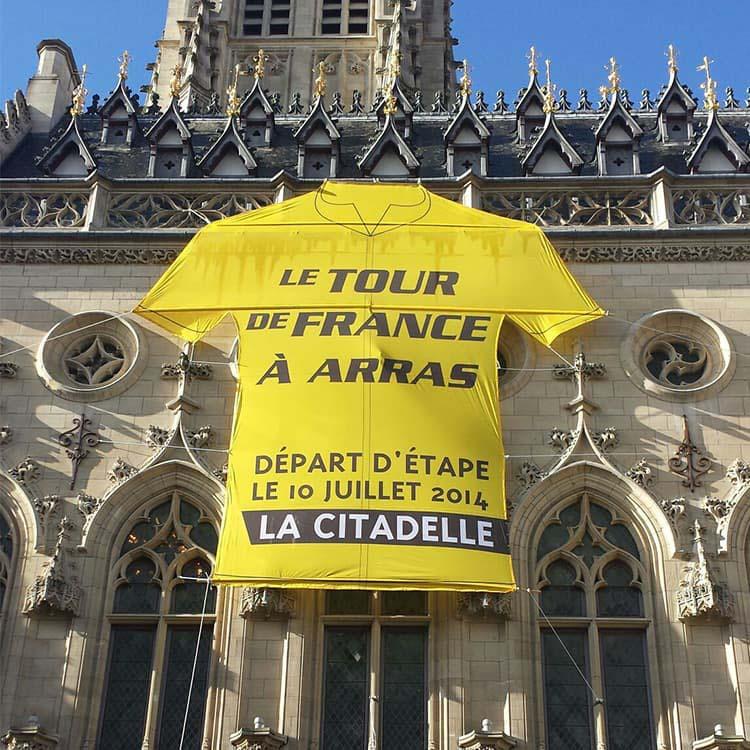 Maillot Géant Tour de France sur le Beffroi d'Arras